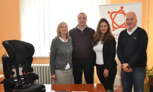 GO Zvezdara donirala Gradskom centru auto sedišta za prevoz dece