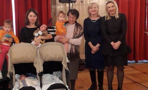 Подршка родитељима тројки, четворки и дуплих близанаца
